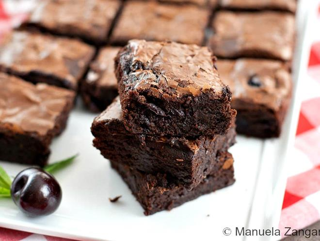 Roasted Cherry Brownies - foodonomy
